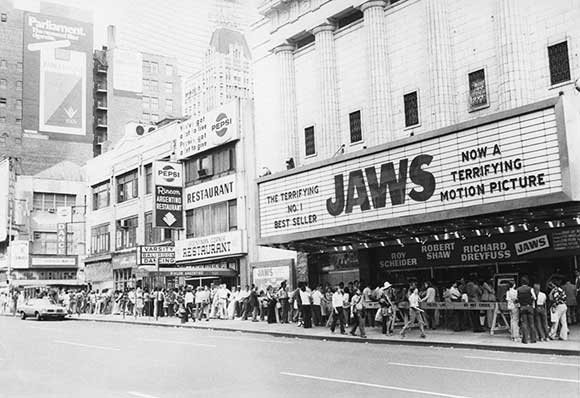 Jaws, 1975, blockbuster, film, queuing