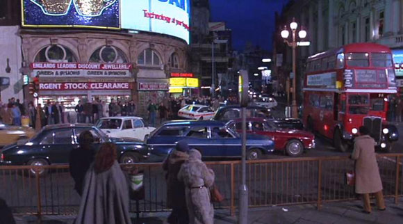 Piccadilly Circus - An American Werewolf In Lodnon