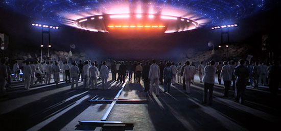 close encounters of the third kind, alien spaceship, film review,