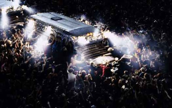 dawn-of-the-dead_bus_2004
