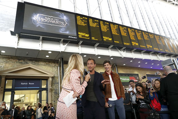 """Eddie Redmayne On Hand To Surprise Fans In London As """"The Crimes Of Grindelwald"""" Nears Release"""