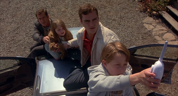 signs-movie-rory-culkin-baby-monitor-car-roof_mel-gibson_priest, Top 10 Films Priests