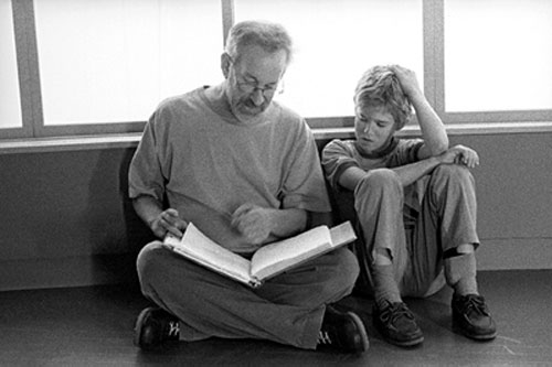 steven spielberg on set with haley joel osment artificial intelligence